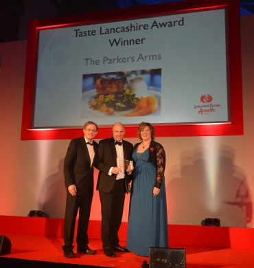 Parkers Arms_Winner Taste Lancashire Simon Calder(L) & Maria Moriarty Eames Total Foodservice(R)